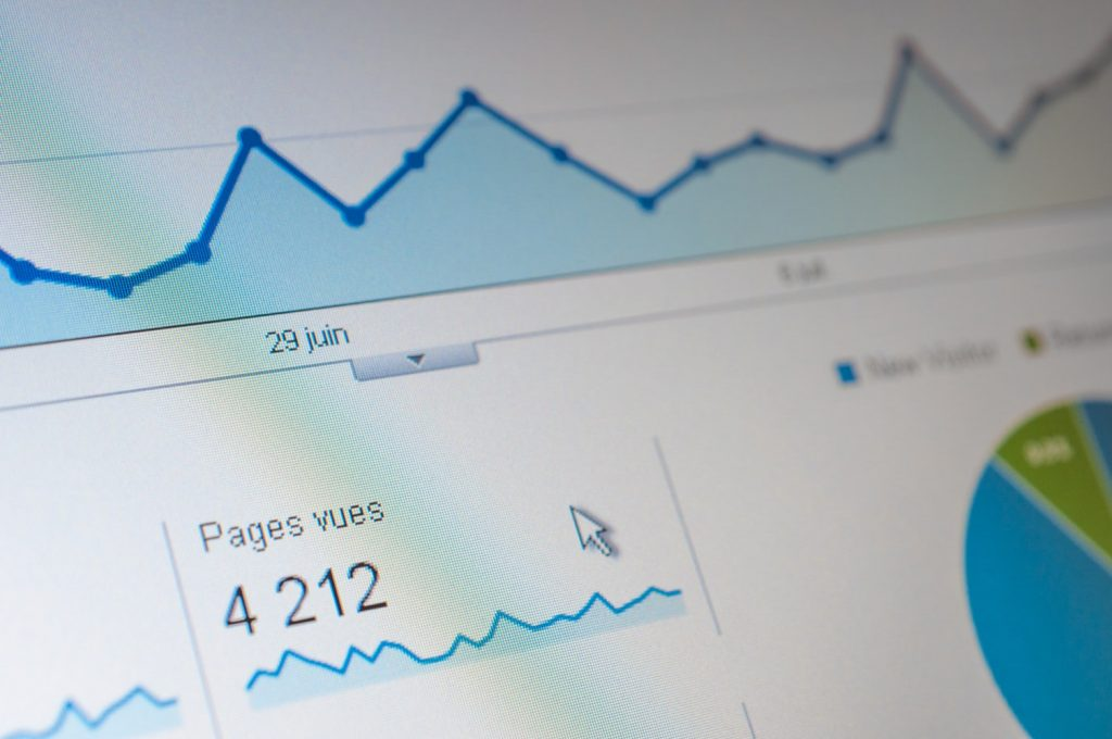 Как посмотреть поисковые запросы, по которым переходят посетители
